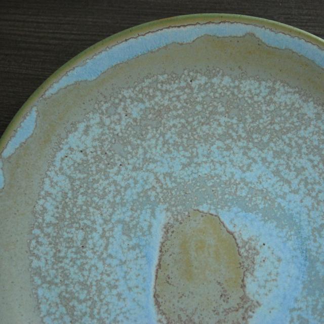 クリスチャンヌペロションの陶磁器。美しい色合いは自然を思い起こさせます。