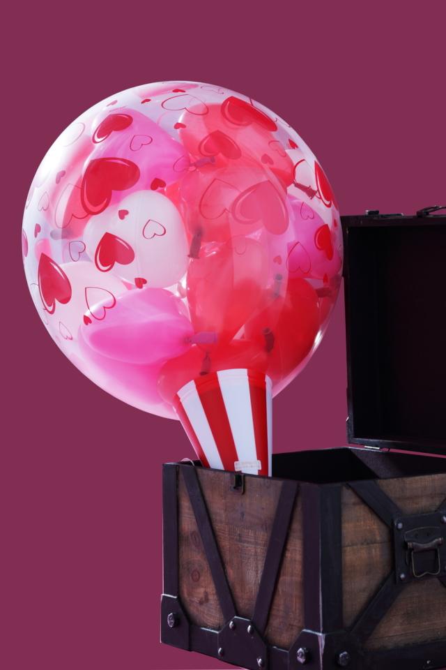 クラッカーバルーン(赤)誕生日プレゼントにどうぞ♪