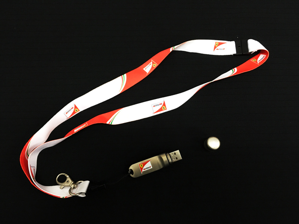 2016 フェラーリ パドッククラブ ネックスストラップ USBメモリ付き