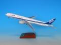 全日空商事 1/200 777-300 JA754A完成品(WiFiレドーム ・ギアつき)