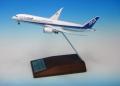 全日空商事 1/400 787-9 JA830A ダイキャスト 空中姿勢 木製台座付き