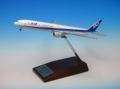全日空商事 1/500 777-300ER JA784A 木製台座