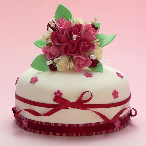 紫のバラのシュガーケーキ 舞台・公演のお祝いにシュガークラフトケーキ