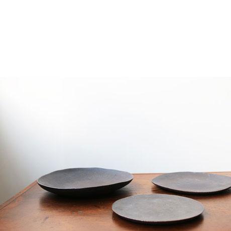 黒タタラ皿 // 一窯