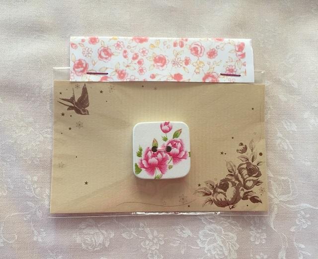 【ボタン】【花柄】【木製】【メール便可】 花柄のスクエアボタン