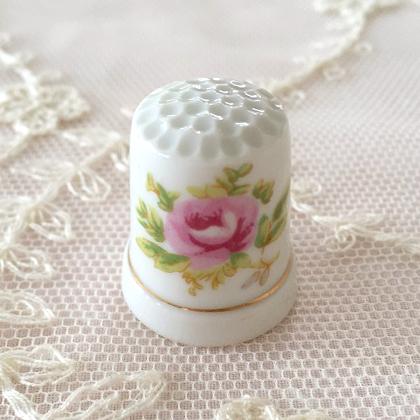 【アンティーク雑貨】【陶器】【薔薇柄】【シンブル】【メール便可】薔薇柄の陶器シンブル E
