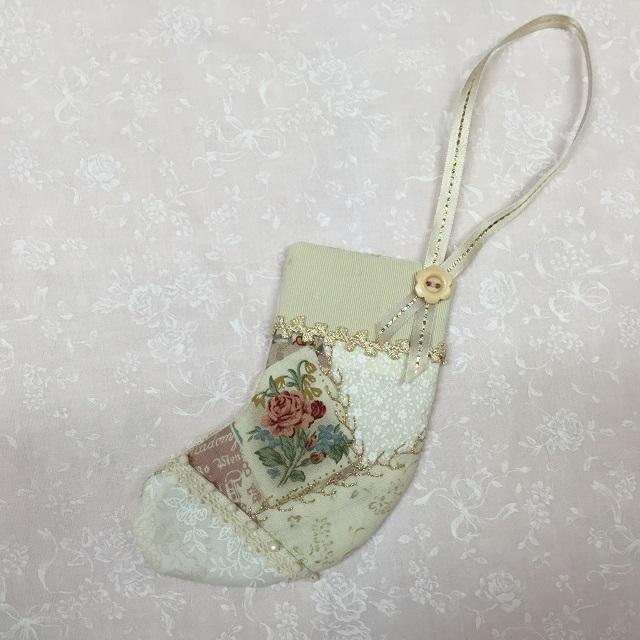 【ハートフィールドオリジナル】【パッチワーク完成品】【X'mas】【メール便可】とびっきりロマンティックなホワイトクリスマスのミニミニブーツ
