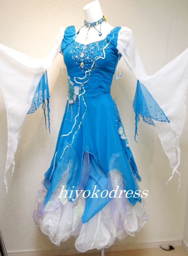 M1024 白とブルーのスタンダードドレス