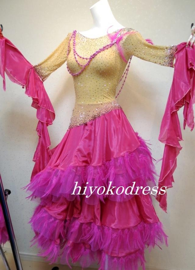M1026 ショッキングピンクのドレス