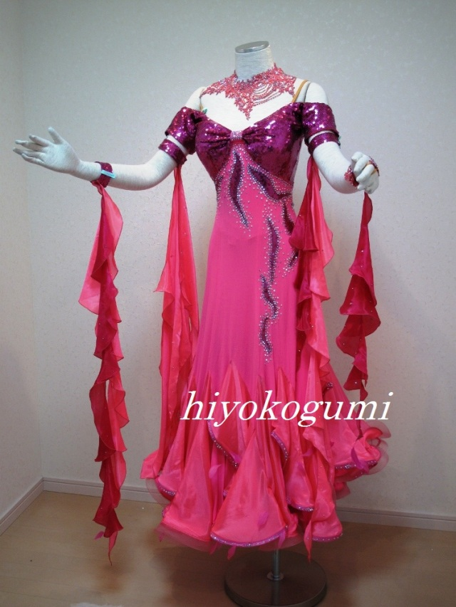 M839 海外製フーシャピンクドレス