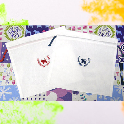 刺繍が可愛いダーラナホースの巾着