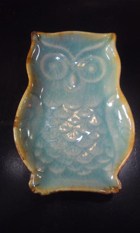 """雑貨"""" フクロウのお皿  陶器製  水色 小サイズ"""