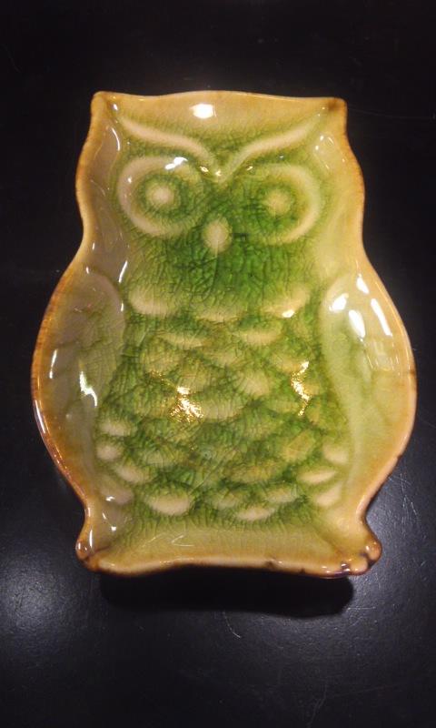 """雑貨"""" フクロウのお皿  陶器製  緑色 小サイズ"""