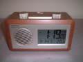 レトロなデザインが新鮮!ラジオ電波アラームクロック
