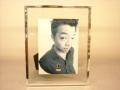 シンプルでシャープに写真を飾るビーホールドフォトフレーム L