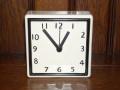 爽やかなカラーコーディネーション!陶器製置き掛け兼用時計 ホワイトS スクエア