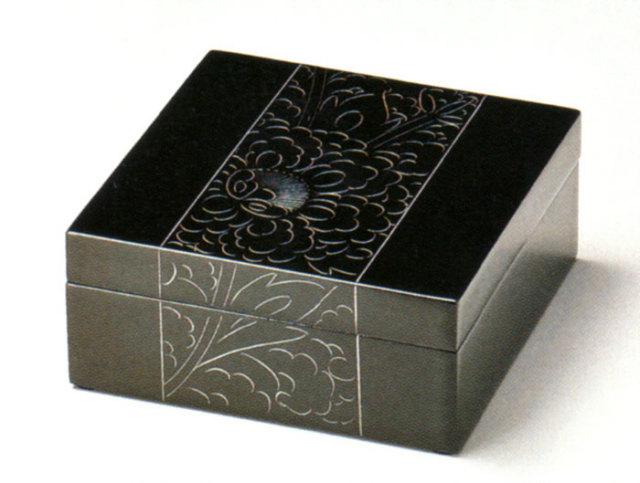 小箱 プラチナ牡丹彫 黒 【送料無料】 木製 漆塗り 小物入れ