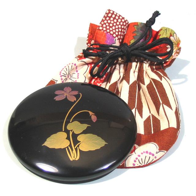 プチ手鏡 誕生花 【名入れサービス・送料無料】巾着付 漆塗りコンパクトミラー 携帯用手鏡 誕生日プレゼント