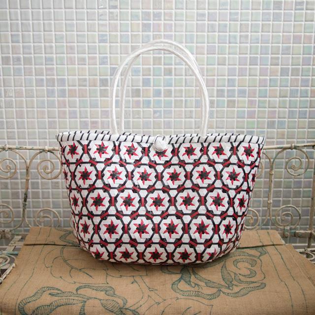 A778  花まる編みのプラカゴ L (白×赤×黒)
