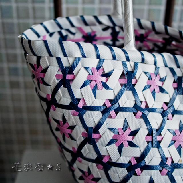 A956 花まる編みのプラカゴ★うまく混ざりました!  S  (白×インディゴ・紺色×薄いピンク)