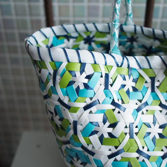 A953 花まる編みのプラカゴ★うまく混ざりました!  S (白×水色×黄緑×紺色・インディゴ)