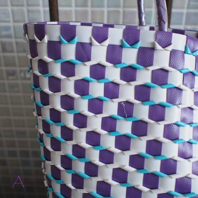 B0029 うろこ編みのプラカゴ   花菱A/L (白×水色×紫)