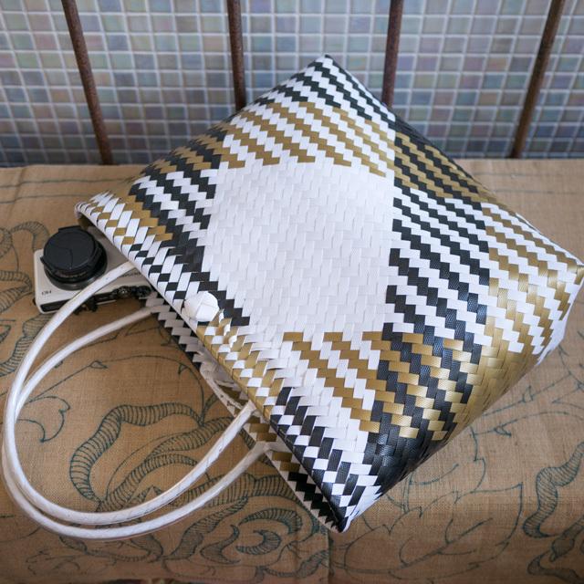 ジグザグ編みのプラかご