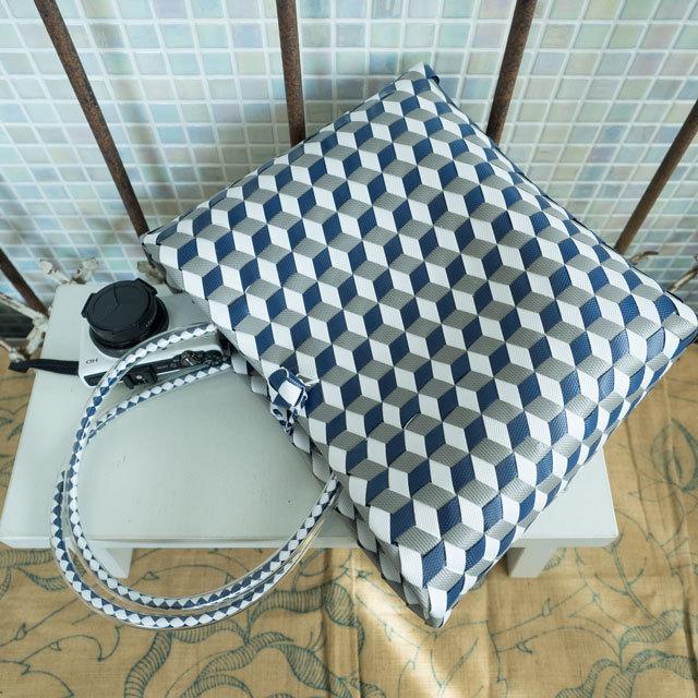 e0004 3Dのひし形斜め編みのプラかご S (白×グレー×紺色)