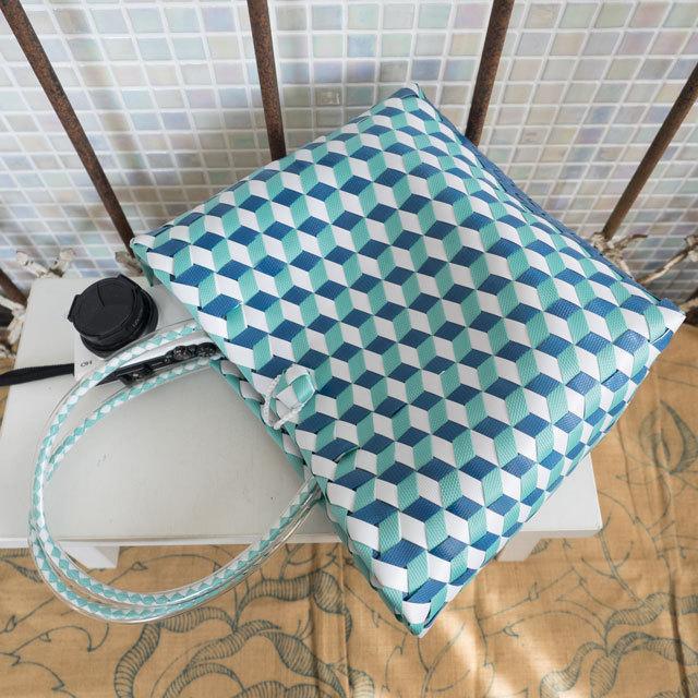 e0001 3Dのひし形斜め編みのプラかご S (白×ミント×青)