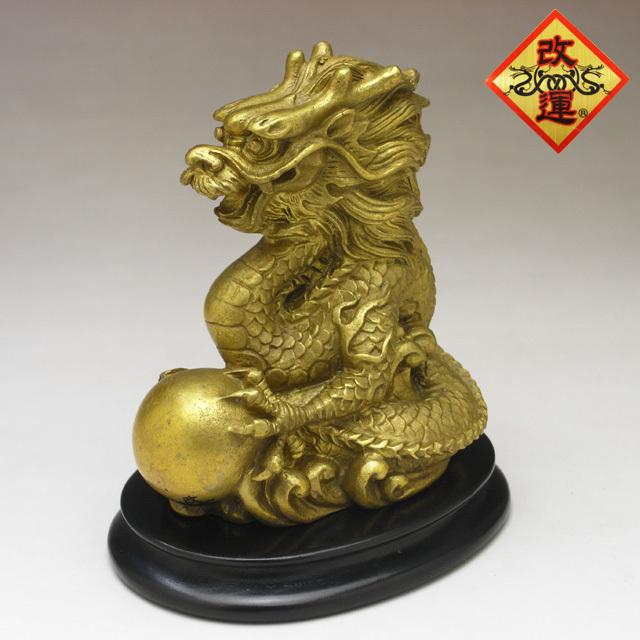 ◆改運◆水晶玉を抱いた龍(大)(風水の龍、龍の置物)【送料無料】(f50200)