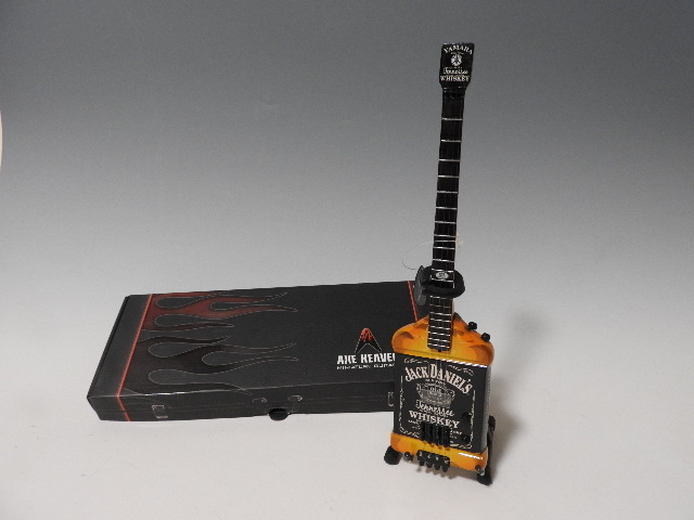 ミニチュア楽器  Axe Heaven MA-030 Michael Anthony Jack Daniel's Bass