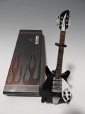 ミニチュ楽器 Axe Heaven John Lennon Black Ed Sullivan  JL-245 ミニエレキギター