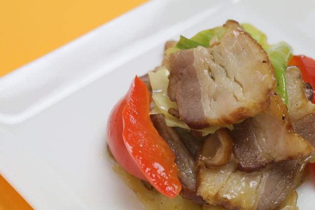 【本物をお届け】自家製無添加ベーコンと野菜の黒胡椒炒め