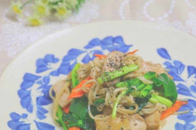 玄米パスタと季節野菜のオリーブオイル炒め