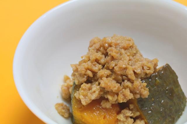 【キッズに人気】かぼちゃ揚げ煮と安全飼育鶏そぼろ添え