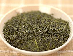 鶴粋銘茶シリーズの上級煎茶、煎茶天�の茶葉外観です