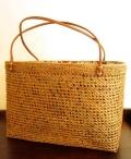 アタ製トートバッグ(Lサイズ・透かし編み・白地に模様入りプリントバティックの内布付き)AB060