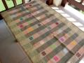 バリ島のソンケット(浮き織り)製テーブルランナー(オレンジ&グリーン チェック)SK003
