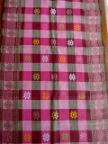 バリ島のソンケット(浮き織り)製テーブルランナー(ピンク&ブラウン チェック)SK002