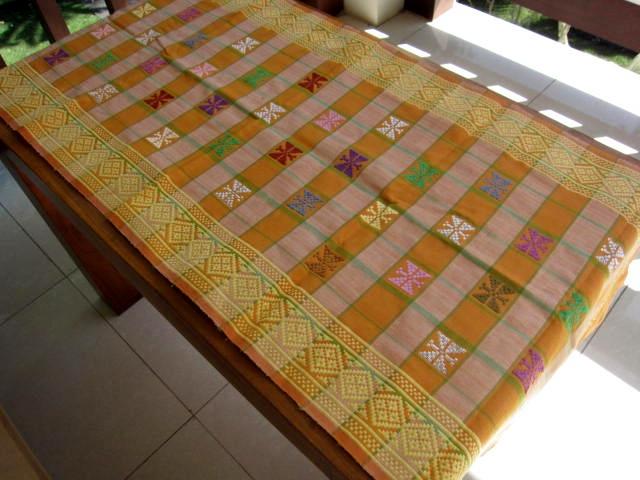 バリ島のソンケット(浮き織り)製テーブルランナー(オレンジ)SK001