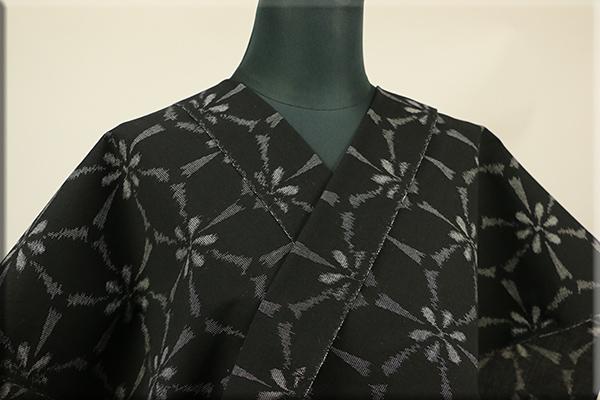 美しいキモノ掲載柄 夏久留米絣 オーダー仕立て付き 縮織 絣 花 黒