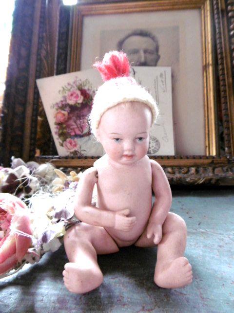 ジャーマンアンティーク 小さな赤ちゃんのビスクドール