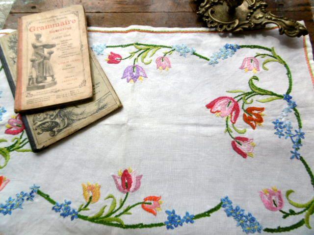 フランスアンティーク 刺繍リネンテーブルマット レクタングル チューリップ
