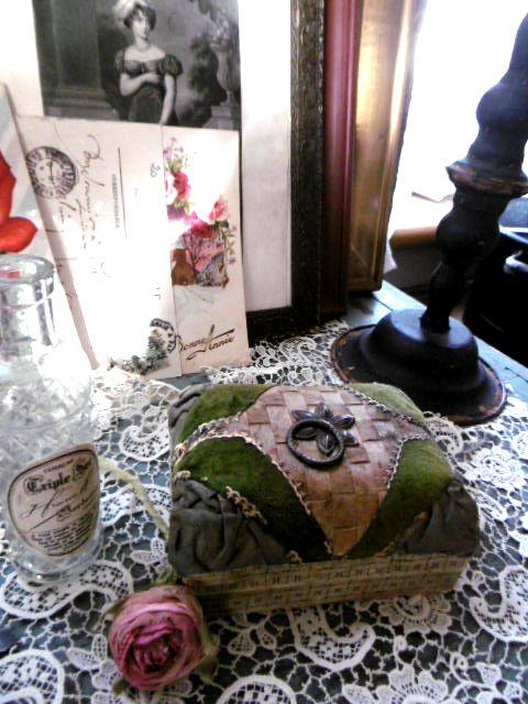 アンティーク オーストリーの古いお菓子の小箱