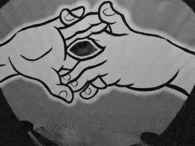 秋津屋:狐の窓うちわ