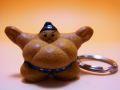 【日本のおみやげ】◆お相撲さんキーホルダー(青)