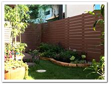 お庭への人工木ボーダーフェンス(L字型設置例)