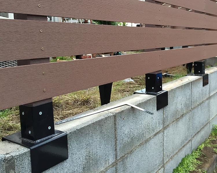 基礎ブロック金具の設置写真