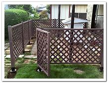 お庭への人工木ドッグラン(ラティス風)設置例