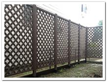 お庭作りの一環としての人工木ラティス1590設置例